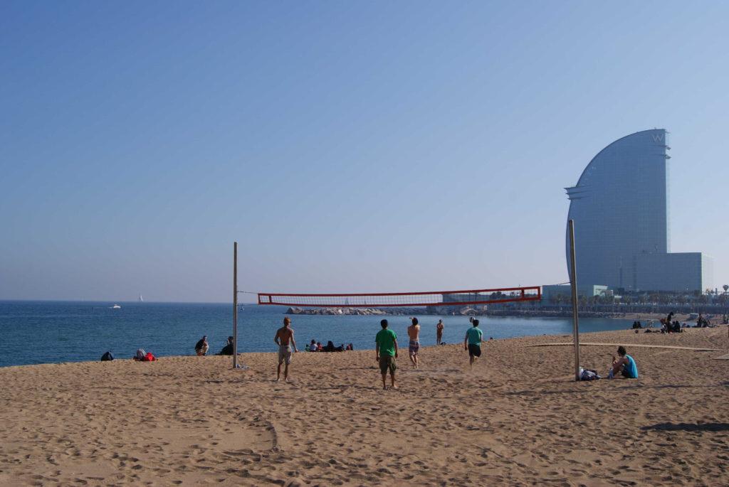 Skyline de Barcelone - hôtel W vu des plages - Barcelona Autrement