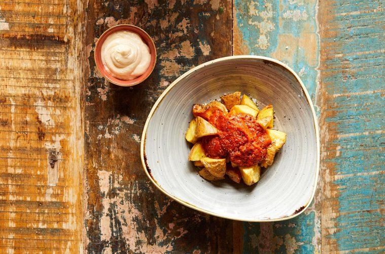 Patatas bravas et aïoli - Barcelona Autrement