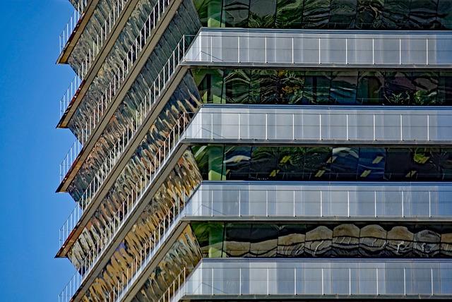 Barcelona Autrement - Le port olympique - La tour Mapfre
