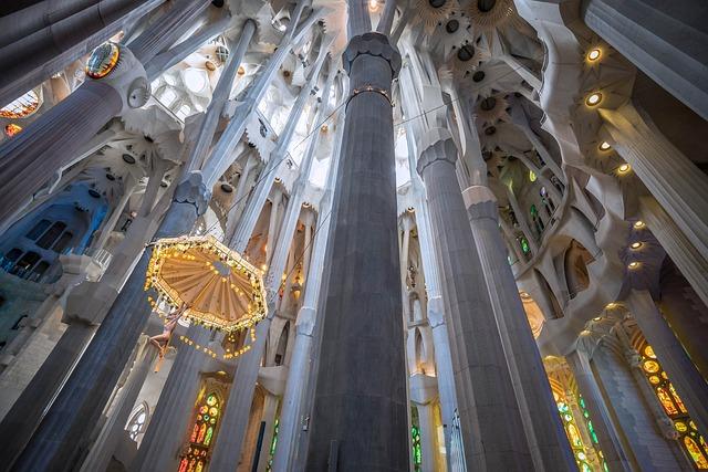Sagrada Familia intérieur - Barcelona Autrement