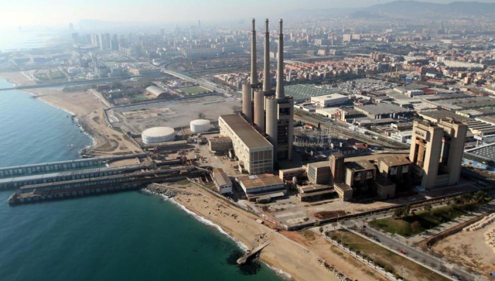 Barcelona Autrement - Les 3 cheminées de Sant Adrià de Besòs - Vue aérienne