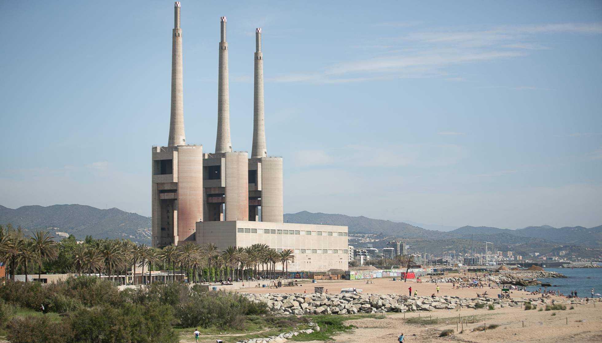 [ Skyline de Barcelone ] #10 Les cheminées du Besòs