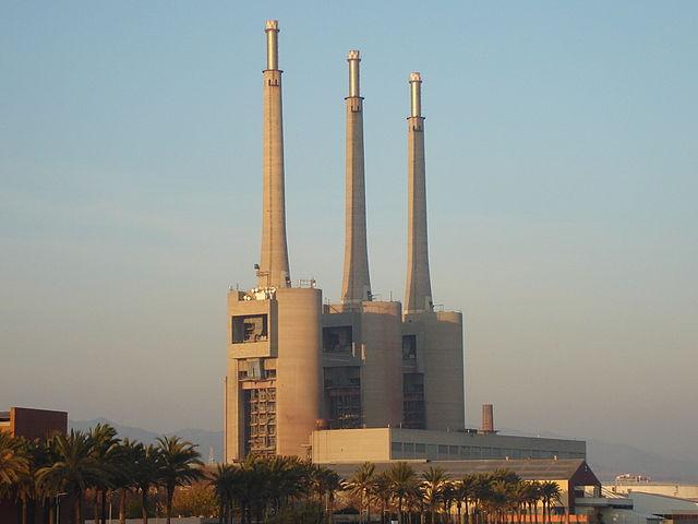 Barcelona Autrement - Les 3 cheminées de Sant Adrià de Besòs - Vue soir