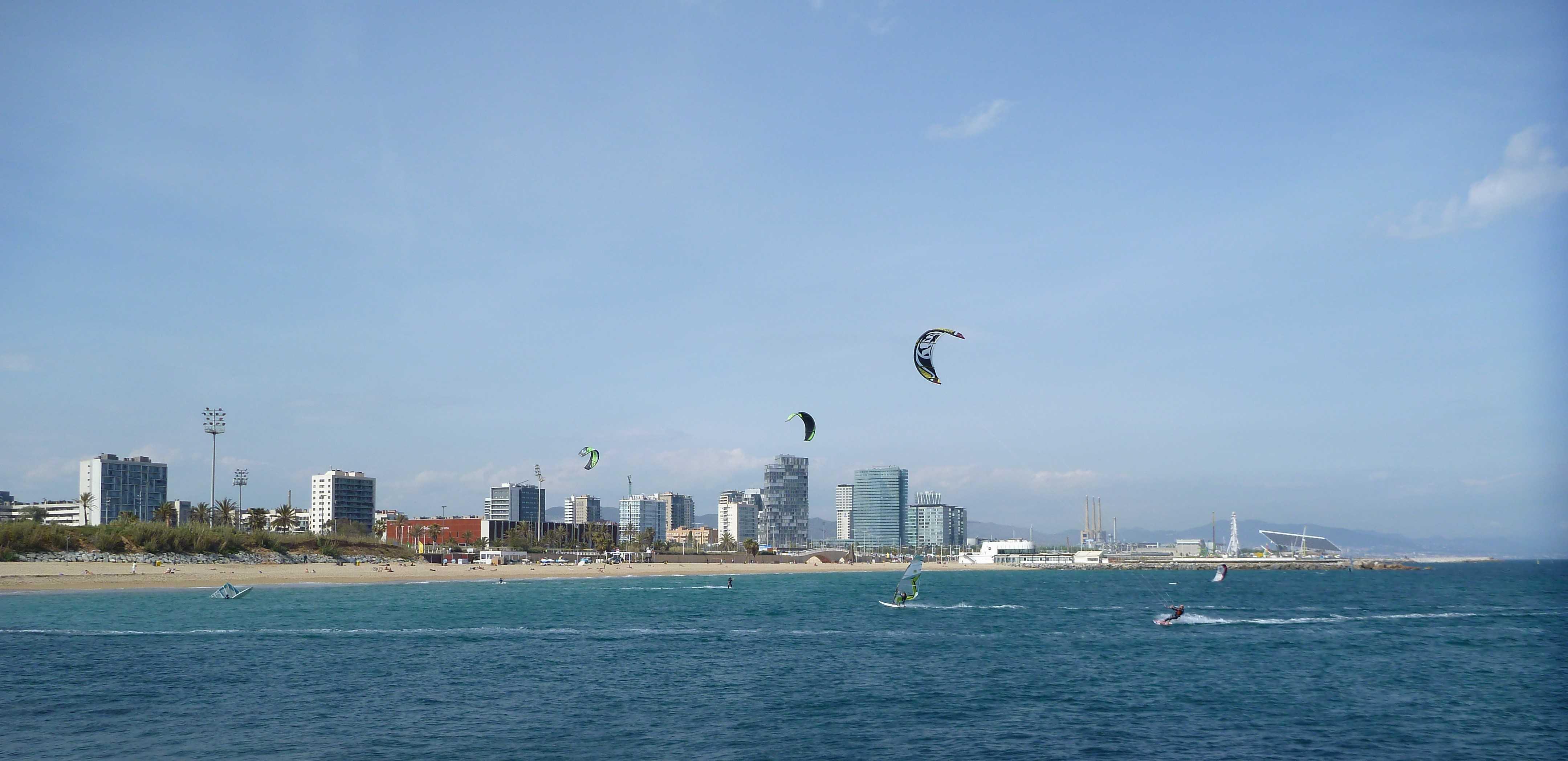 Barcelona Autrement - Sport à Barcelone - Kite surf