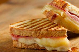 D'où vient le bikini, ce sandwich au drôle de nom ?