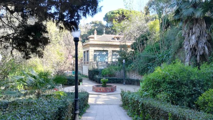 Barcelona Autrement - Jardins de Laribal - Bassin octogonal et restaurant