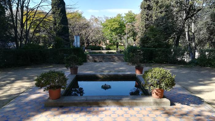 Barcelona Autrement - Jardins de Laribal - Bassin terre cuite
