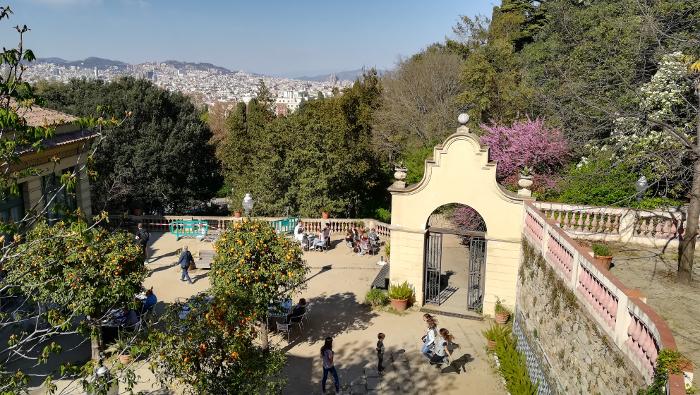 Barcelona Autrement - Jardins de Laribal - Entrée restaurant