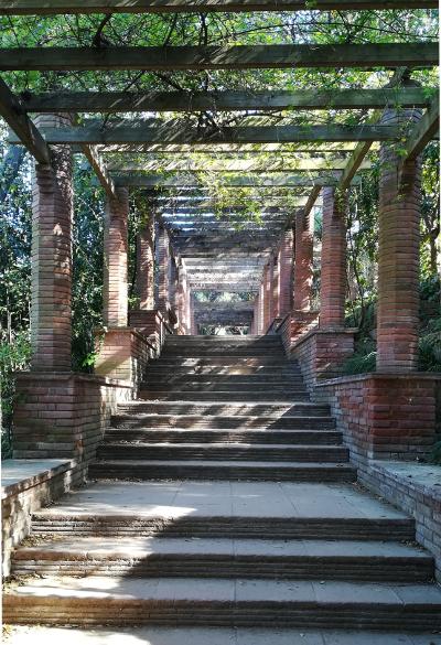 Barcelona Autrement - Jardins de Laribal - Pergola briques