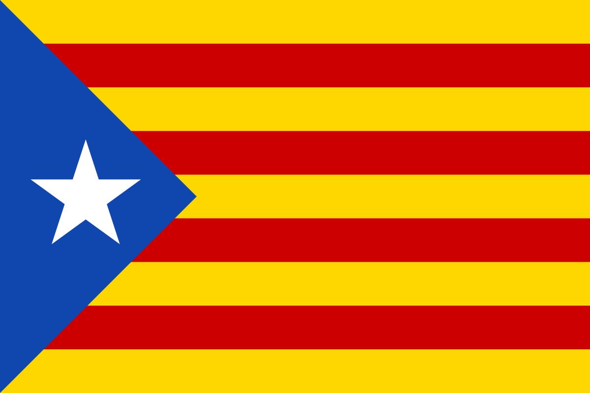 Le drapeau des militants en faveur de l'indépendance de la Catalogne, qui connaît un franc-succès depuis les années 2010 car le mouvement a ressurgi sur la scène politique.