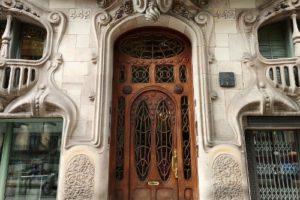 Une porte qui évoque le mystère